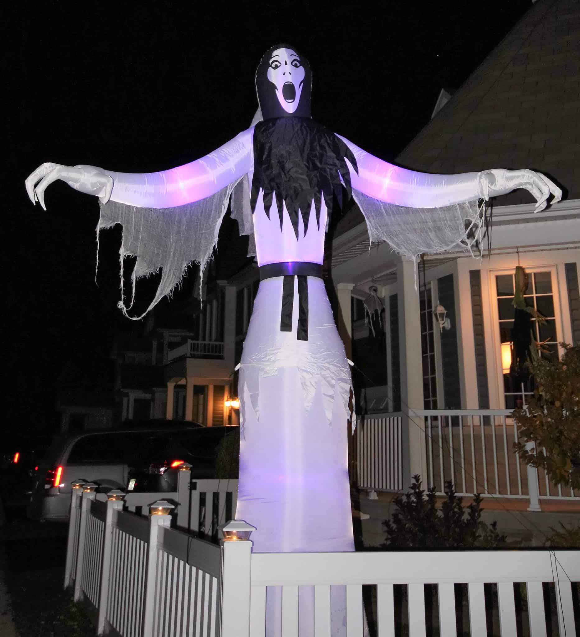 A spooky halloween greeter