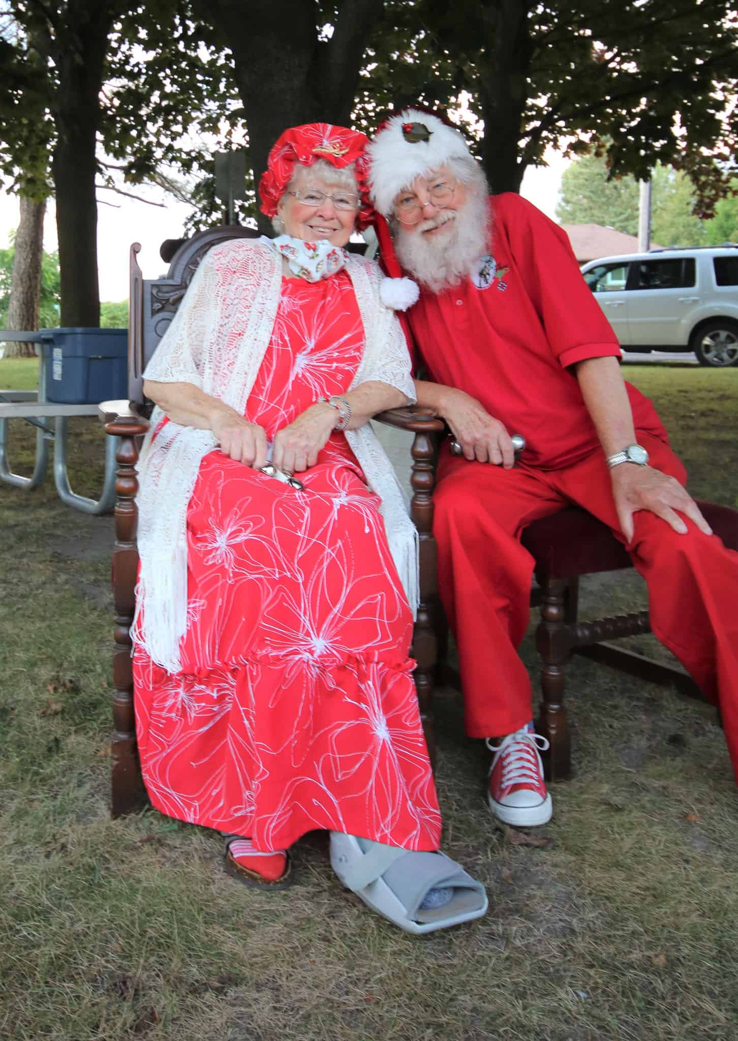 Read more about the article Santa and Mrs. Claus visit Newtonville